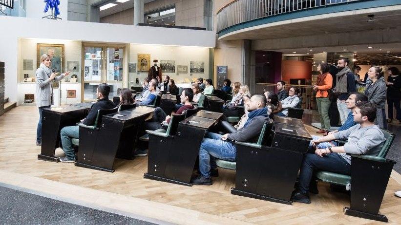 Begleitung im Bundestagsgestühl