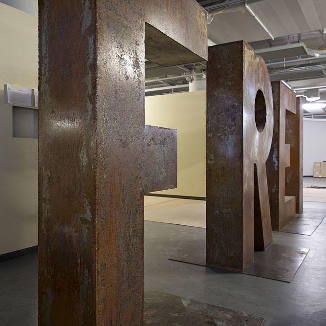 Teile der Wortskulptur Freiheit des Berliner Künstlers Hüseyin Arda