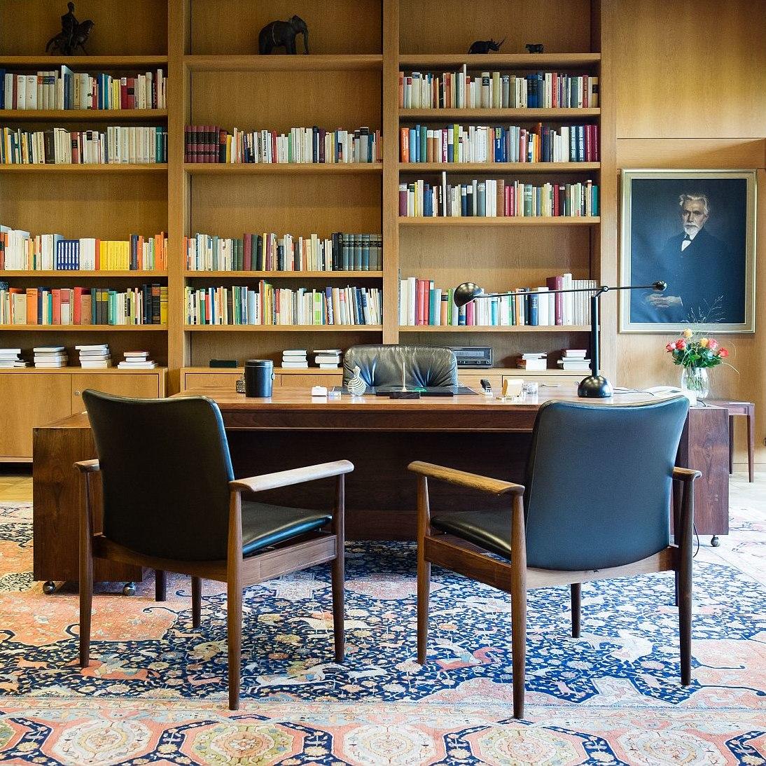 desk of the former Federal Chancellor Helmut Schmidt