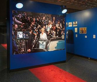 Foto Ausstellungseinheit Lady Di, (c) Axel Thünker, Stiftung Haus der Geschichte der Bundesrepublik Deutschland