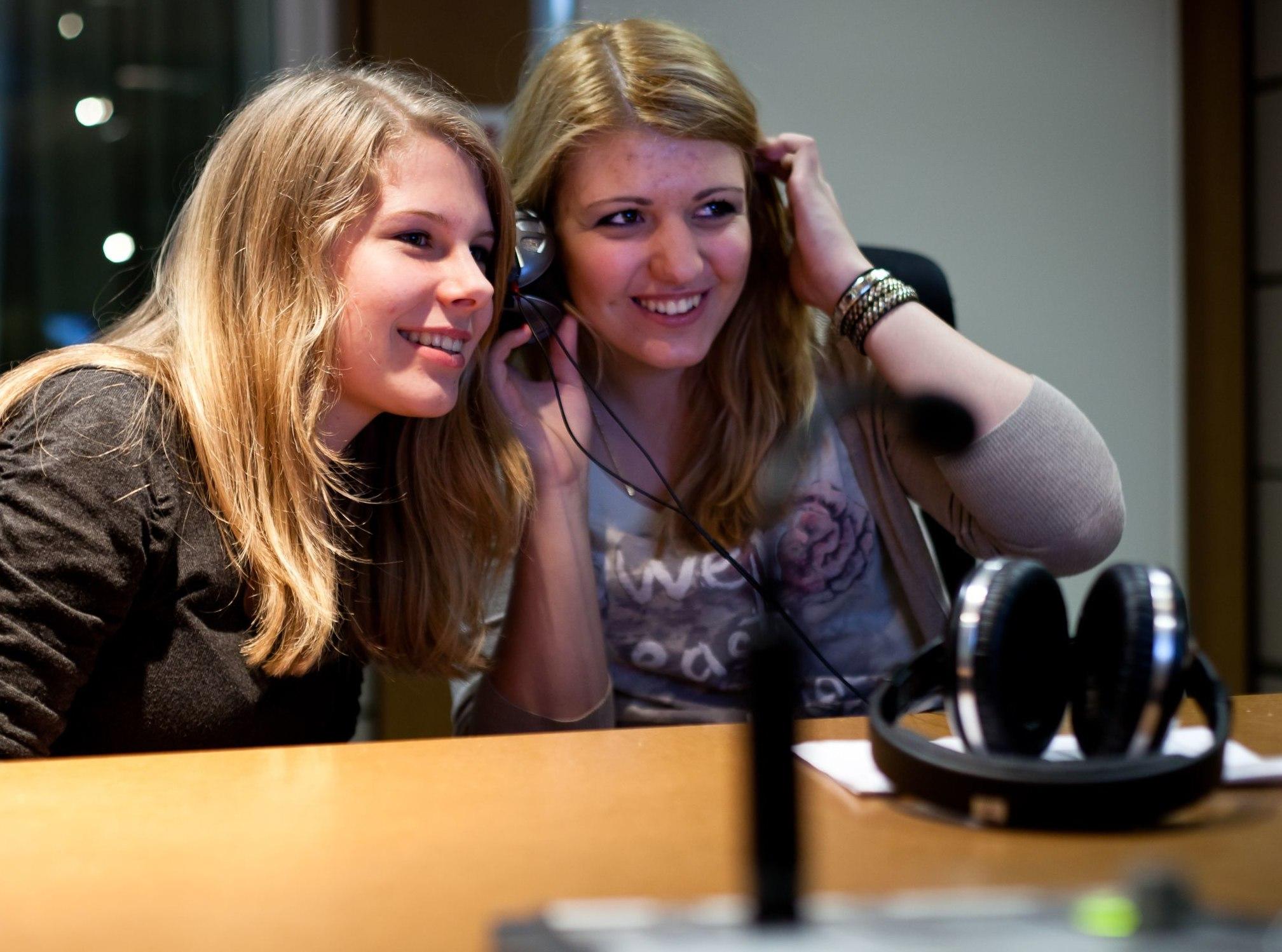 Teilnehmerinnen der TeenGroup 2011/2012 bei den Aufnahmen zu ihrem AudioGuide