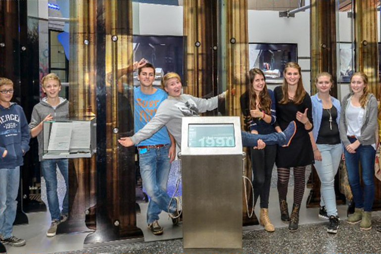 Our teengroup at Haus der Geschichte presenting their new app in the permanent exhibition in Bonn.