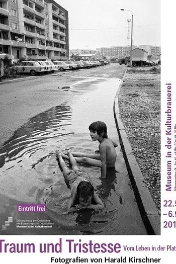 Plakat zur Ausstellung Traum und Tristesse. Vom Leben in der Platte