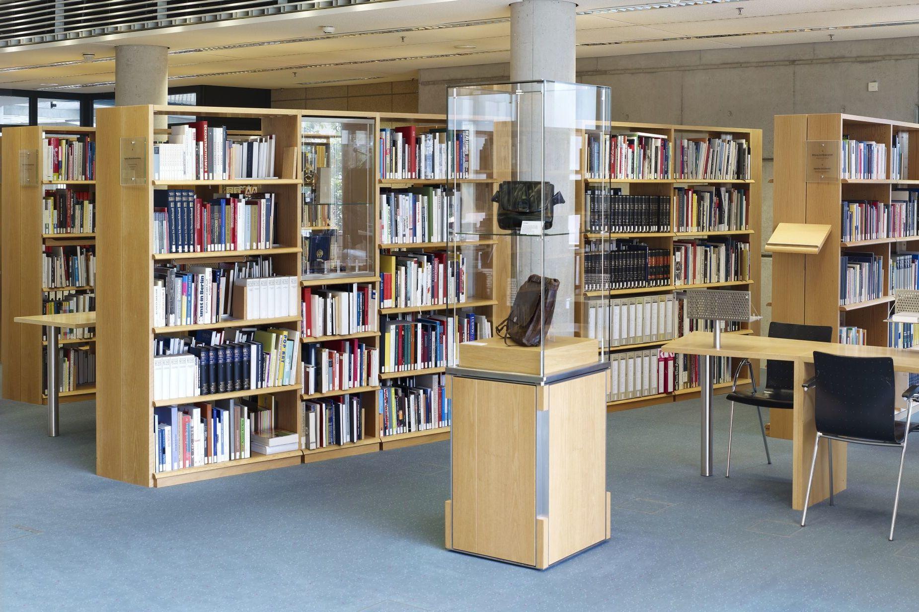 Ausstellung 'Objektgeschichten' im Informationszentrum des Hauses der Geschichte in Bonn