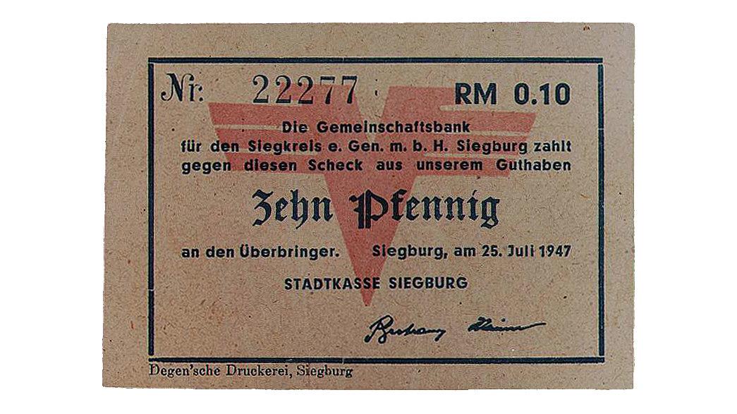 Rechteckiger Schein aus bräunlichem Papier mit einer Nummer, dem Betrag und einem großen roten Stempels.