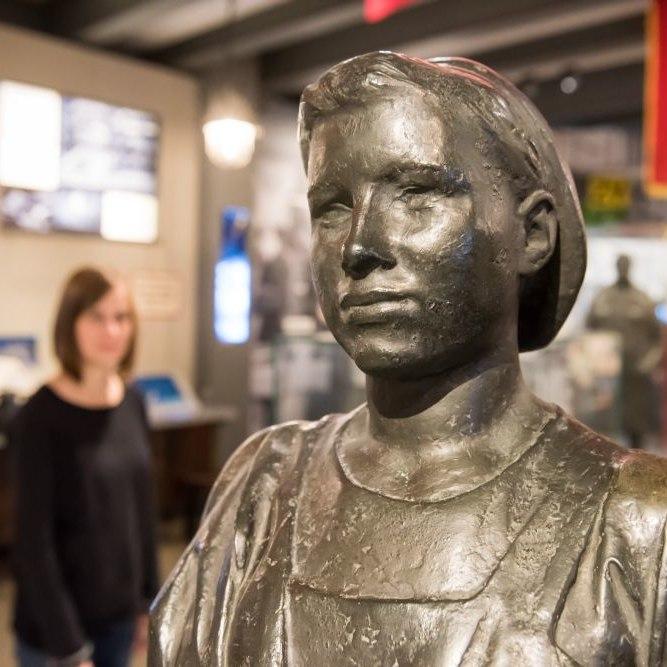 Eine Skulptur in der Dauerausstellung der Kulturbrauerei