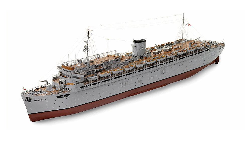 Modell des Passagierschiffes 'Wilhelm Gustloff' mit hellgrauem Rumpf und hellgrauen Aufbauten.