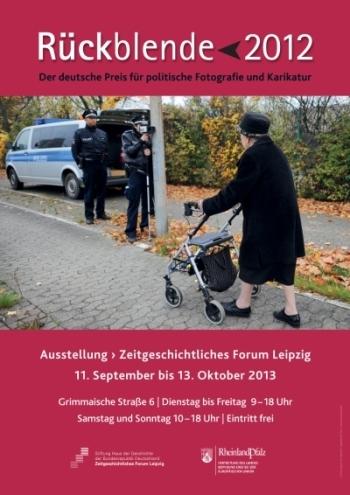 Ausstellungsplakat Rückblende 2012. Der deutsche Preis für politische Fotografie und Karikatur