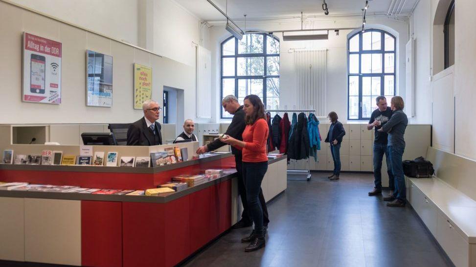 Foyer und Garderobe im Museum in der Kulturbrauerei