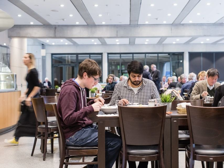 Café Und Shop Im Haus Der Geschichte Bonn Leichte Sprache