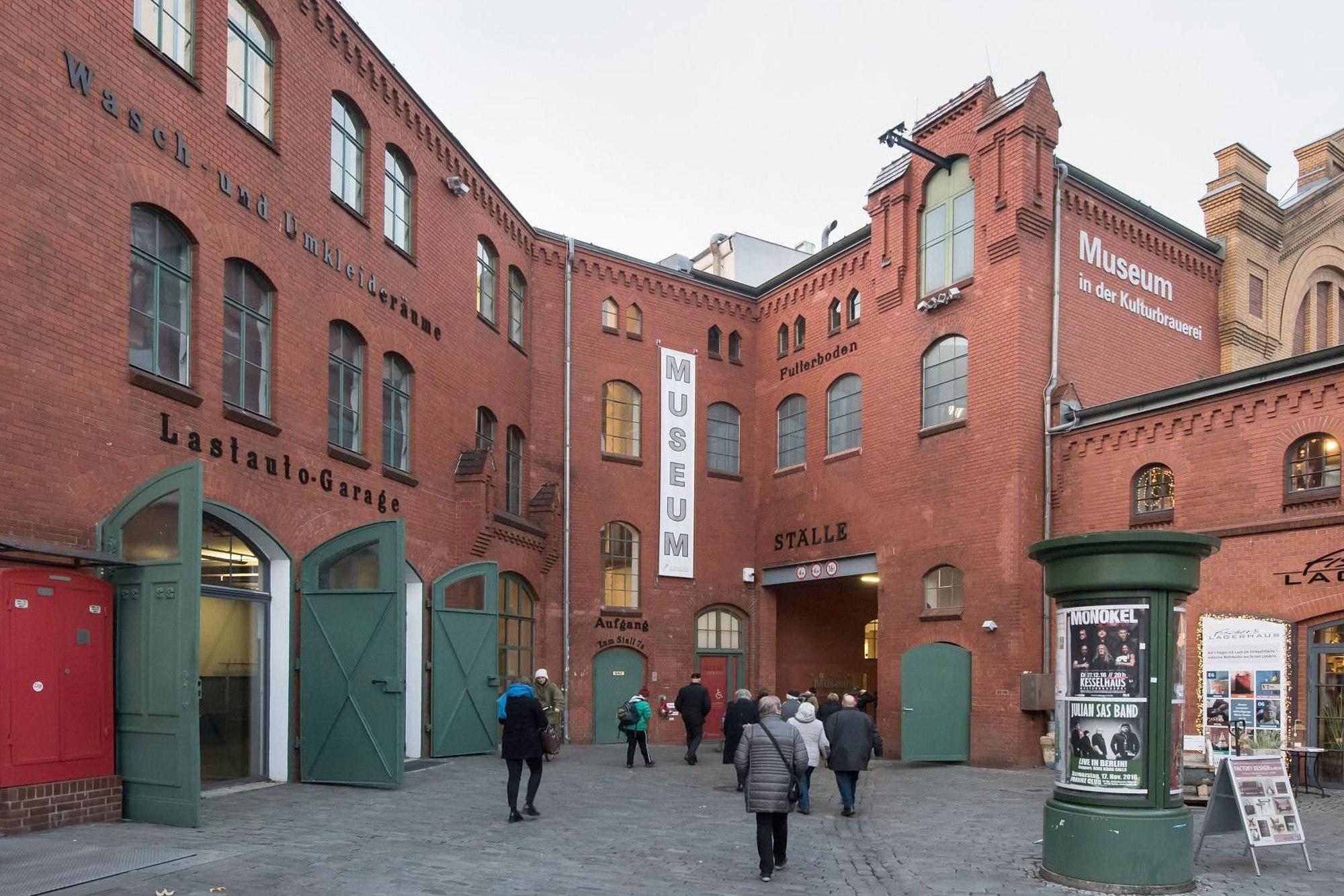 Das Museum in der Kulturbrauerei vom Innenhof aus gesehen