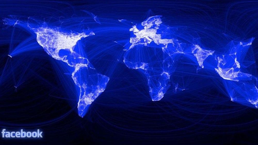 Eine bläuliche Weltkarte, auf der sich die Kontinente aus blauen Verbindungslinien ergeben. Die USA, Europa und einzelne weitere Bereiche sind weiß, weil hier besonders viele Facebook-Verbindungen angezeigt werden