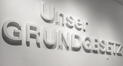 """Eingang Ausstellung """"Unser Grundgesetz"""", (c) Marlitt Schulz, Stiftung Haus der Geschichte der Bundesrepublik Deutschland"""