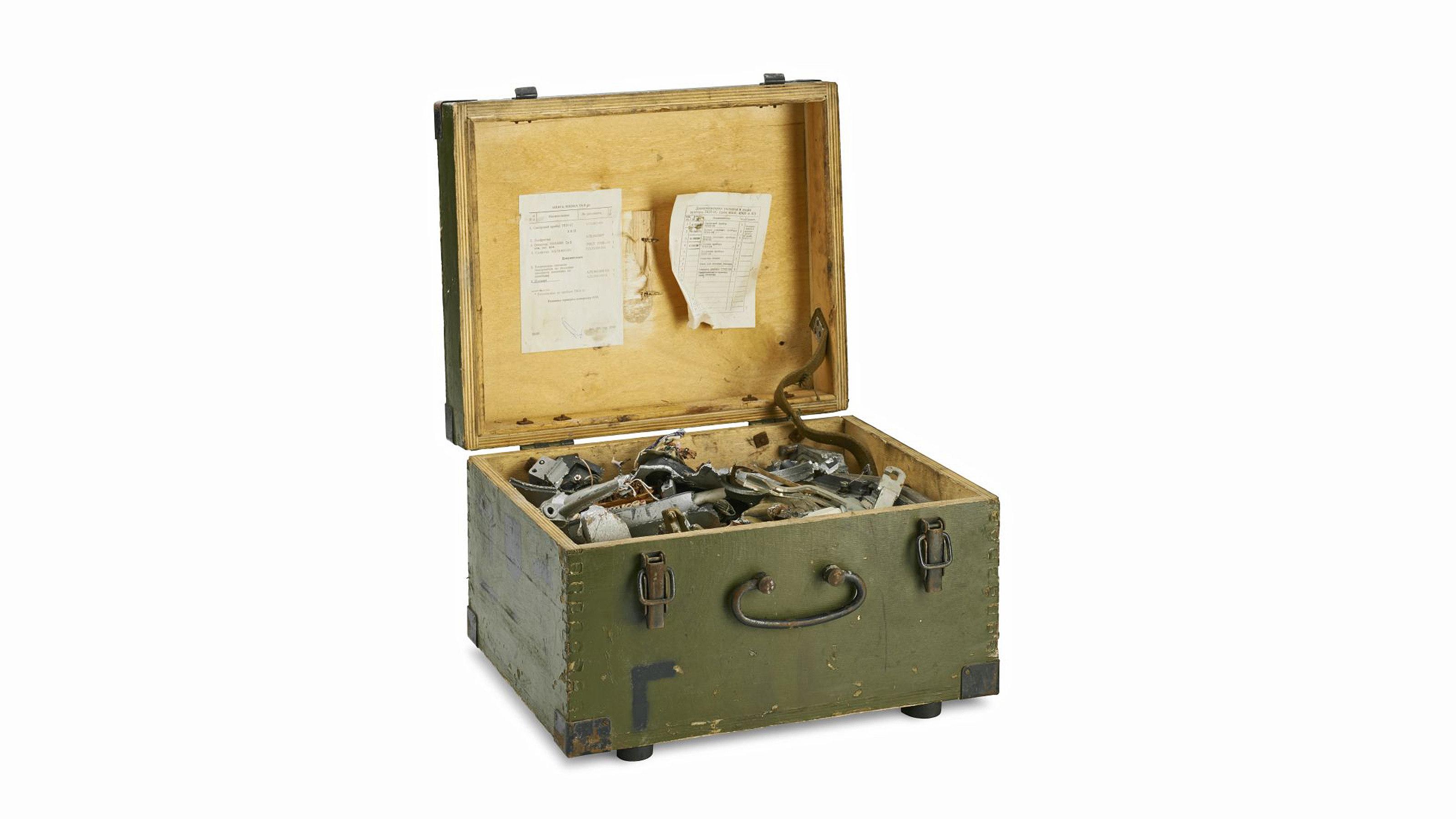 Kiste mit geschreddertem Funkgerät, 1960er Jahre
