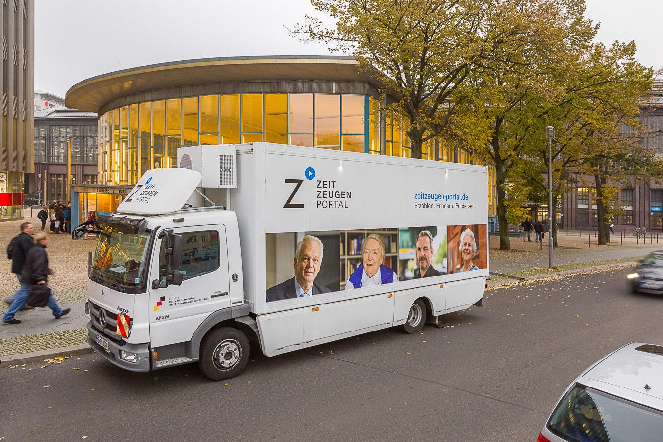 Das Zeitzeugenmobil in Berlin