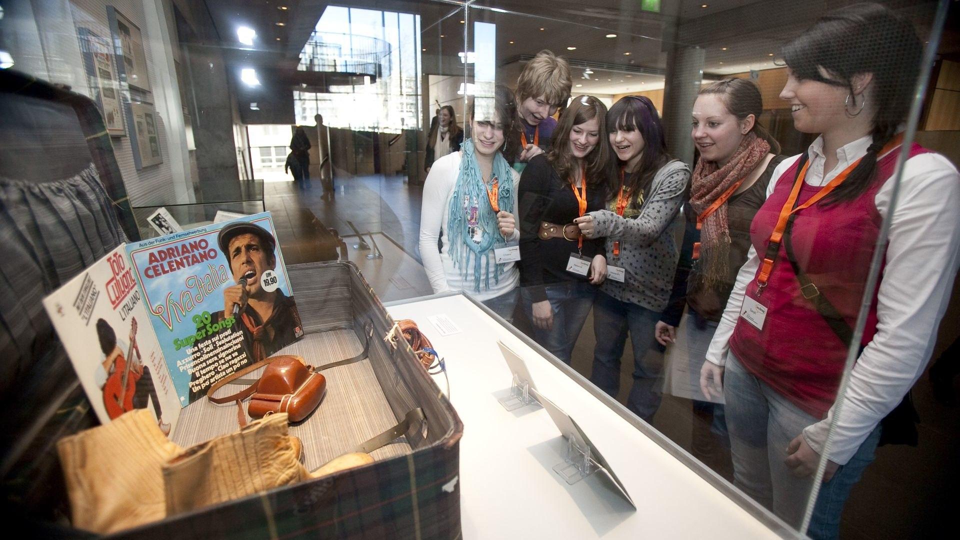 Die TeenGroup 2009/2010 vor ihrer Ausstellung