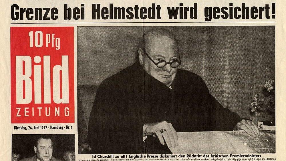 Titelseite der ersten Bild-Ausgabe von 1952 mit Schwarz-Weiß-Bildern und der Schlagzeile: 'Grenze bei Helmstedt wird gesichert.'.