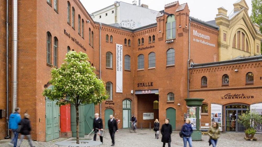 Außenansicht Museum in der Kulturbrauerei in Berlin.