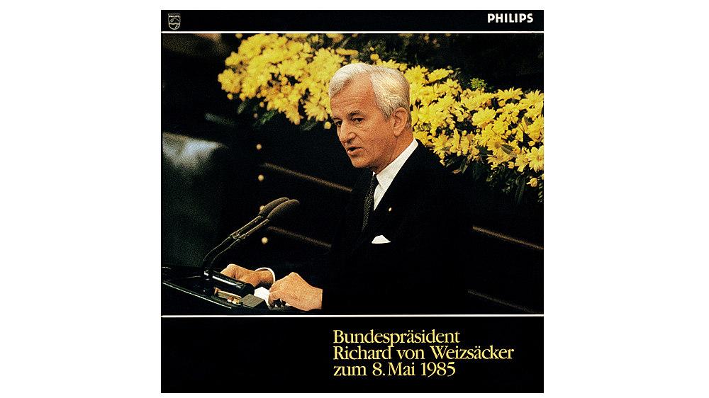 Cover: Richard von Weizsäcker am Rednerpult, im Hintergrund gelbe Blumen. Text in gelb am unteren Rand: 'Bundespräsident / Richard von Weizsäcker / zum 8. Mai 1985'.