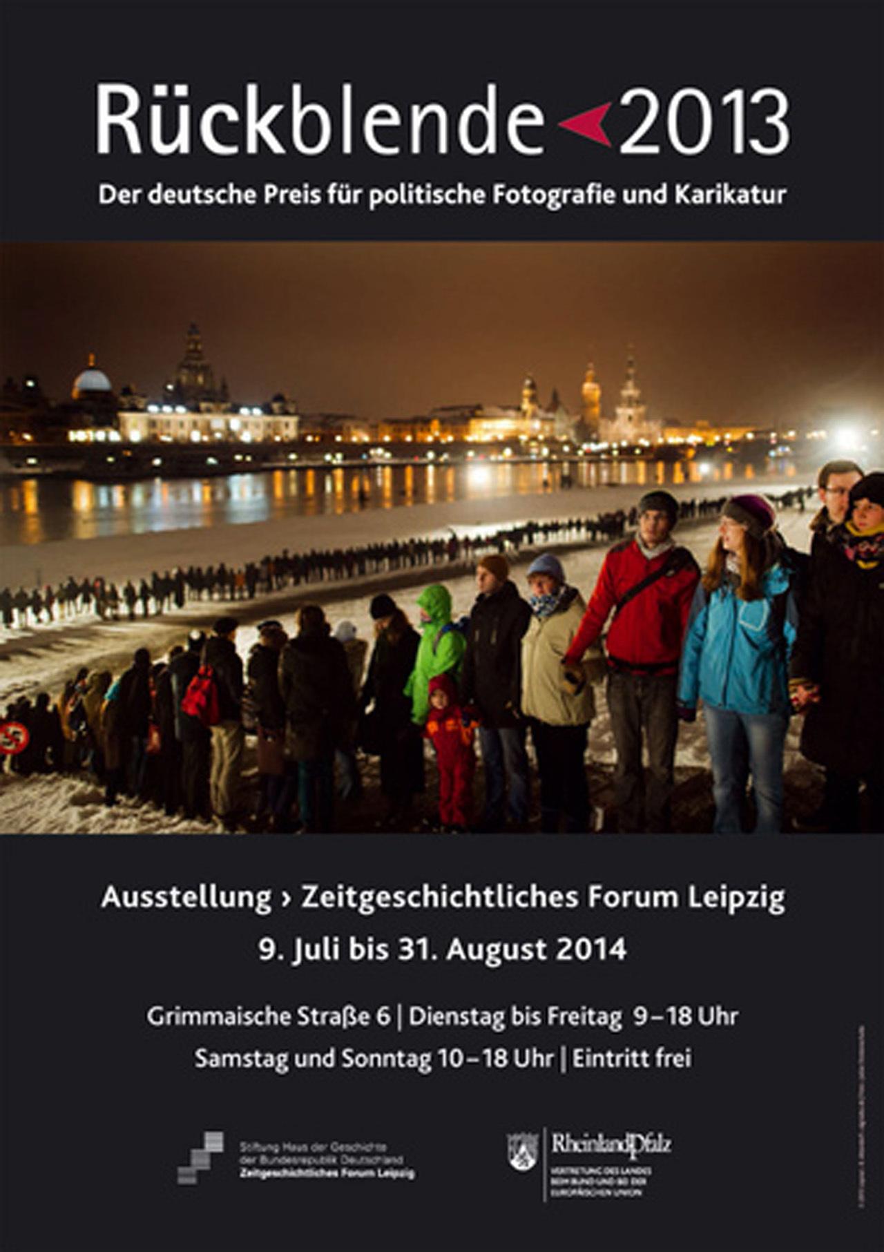 Ausstellungsplakat Rückblende 2013. Der deutsche Preis für politische Fotografie und Karikatur
