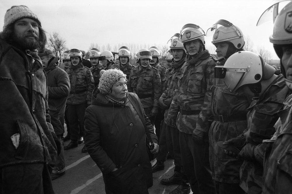 Fotografie 'Marianne Fritzen bei einer Demonstration in Gorleben'