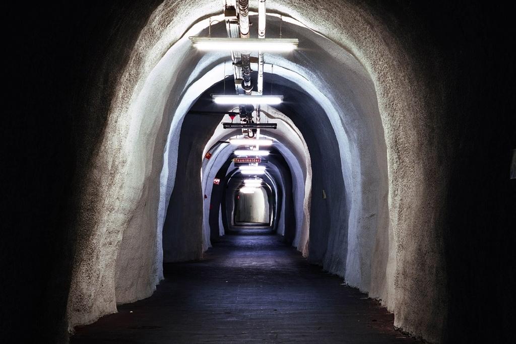 Deutschland, Lorch. Blick in einen Tunnelgang im Versorgungslager der Bundeswehr.