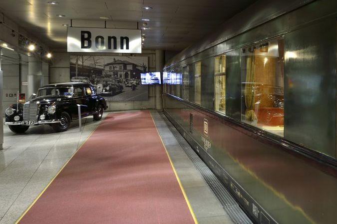 Salonwagen und Adenauer-Mercedes im Haus der Geschichte