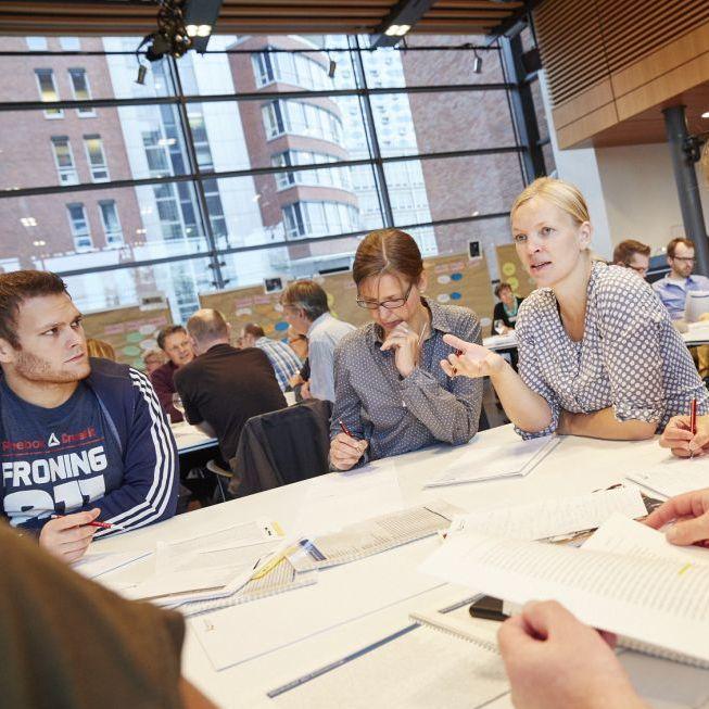 Lehrerinnen und Lehrer beim Workshop