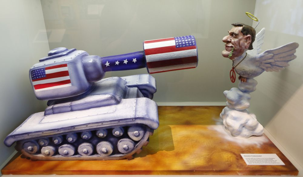 Model of a carnival car: Gerhard Schröder as peace dove in front of an American tank