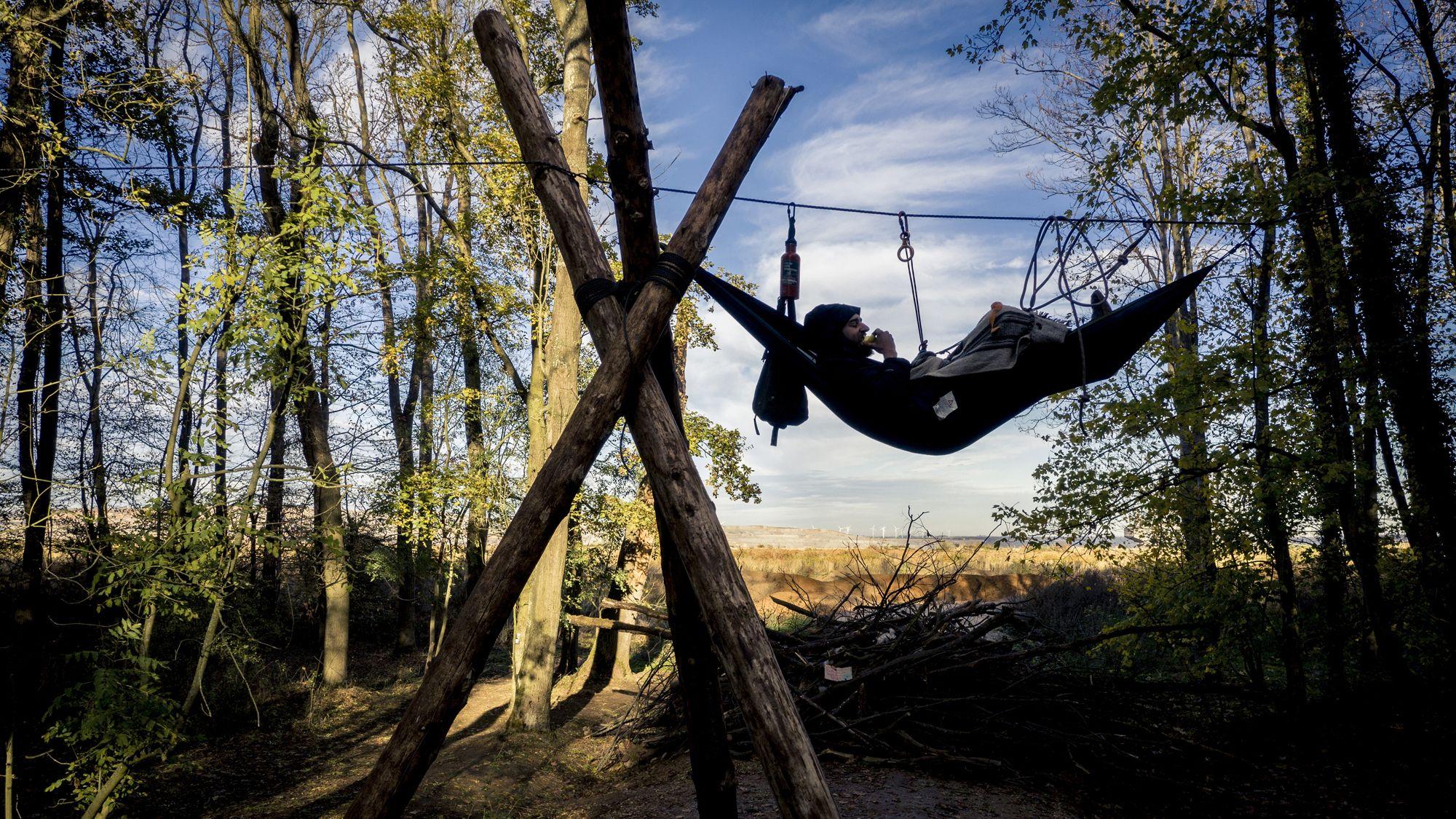 Aktivist im Hambacher Forst. Das Foto ist Teil der Sieger-Serie von David Klammer.
