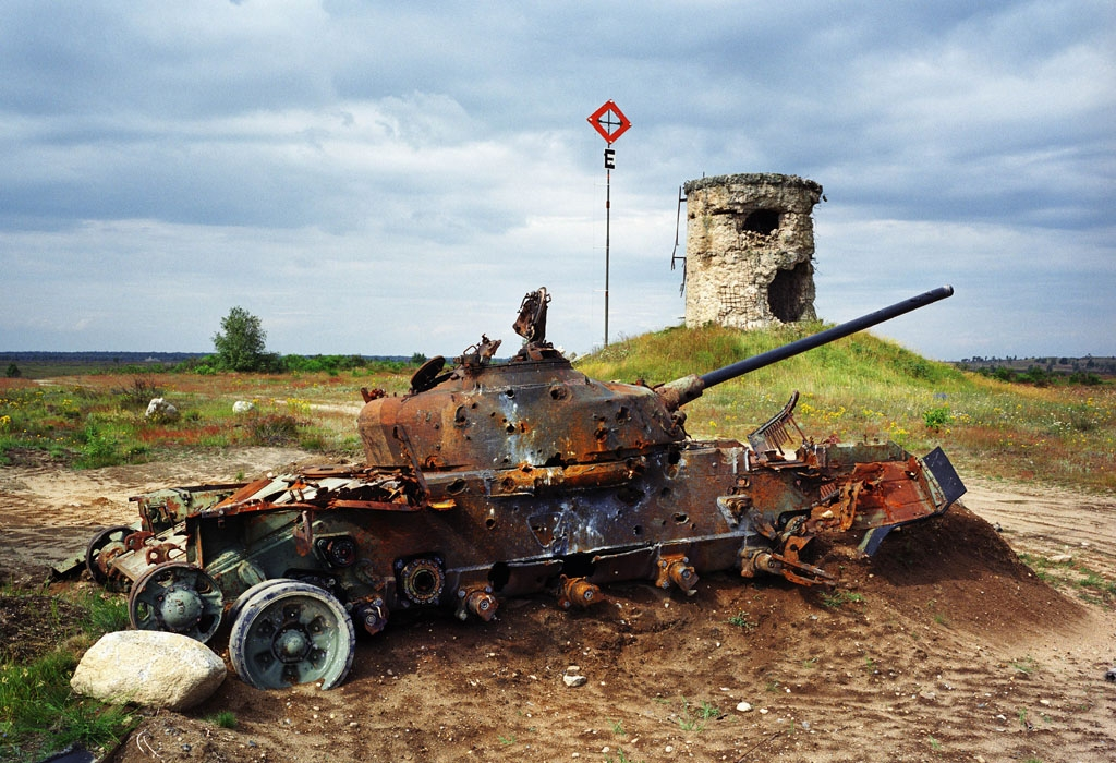 Deutschland, Altengrabow. Panzer auf einem ehemaligen Sowjetischen Truppenübungsplatz in Sachsen-Anhalt; 2004