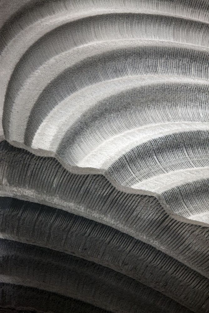 Asche der Braunkohleverbrennung verstreut in einem stillgelegten Abbaugebiet. Garzweiler, Nordrhein-Westfalen 2010