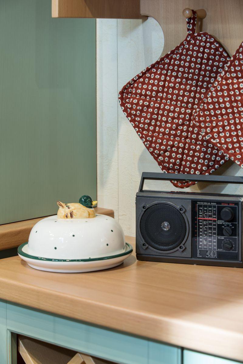 Detailansicht Radio in der Lindenstraßen-Küche