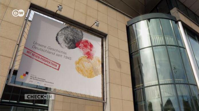 Ein Filmausschnitt zeigt den Eingang des Museums.