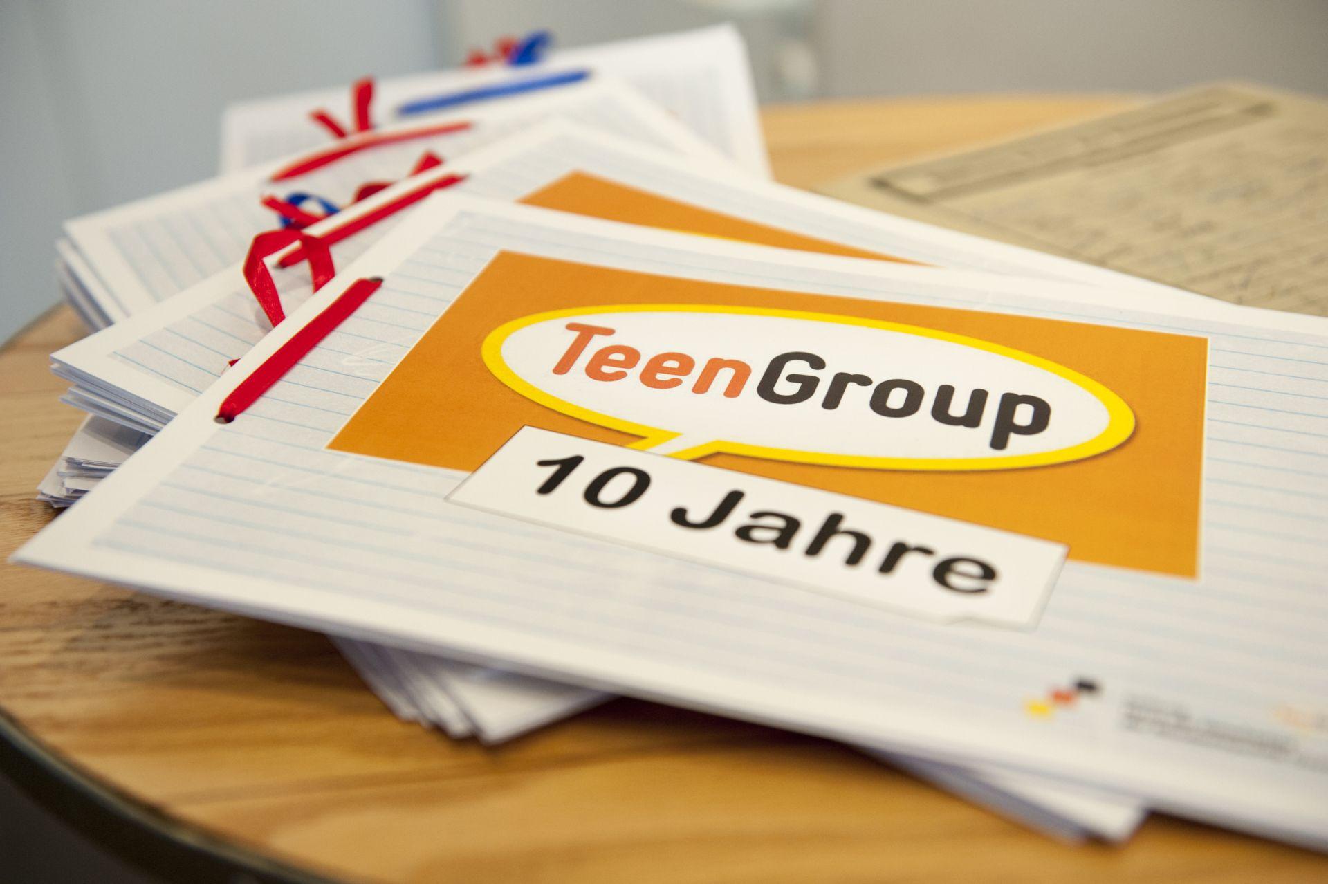 Das Heft mit Erinnerungen zum 10jährigen Jubiläum der TeenGroup im Haus der Geschichte in Bonn