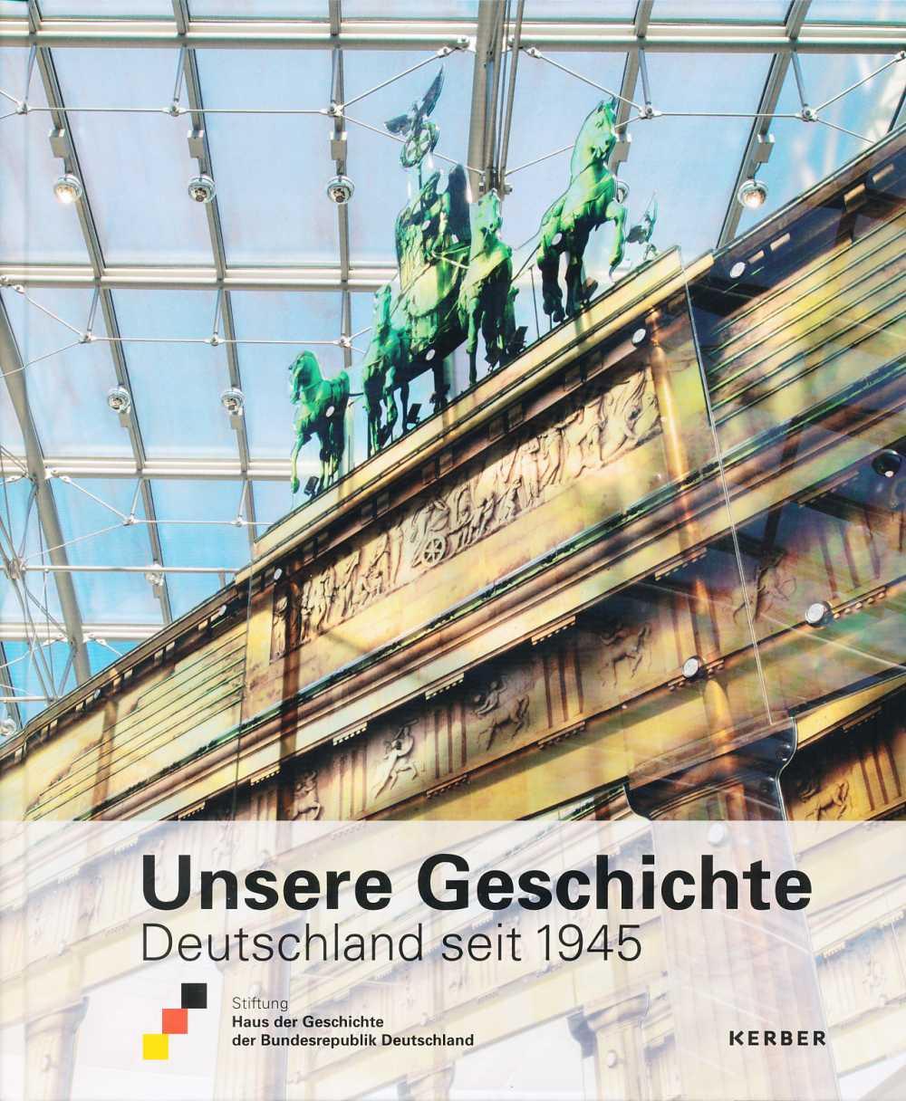 Das Buch zur Ausstellung Unsere Geschichte. Deutschland seit 1945 mit einem Kunstwerk in Form des Brandenburger Tors aus der Ausstellung auf dem Cover