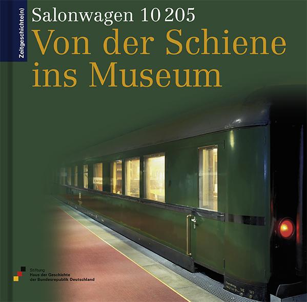 Buch mit einem Foto des dunkelgrünen Eisenbahnwagons auf dem Cover