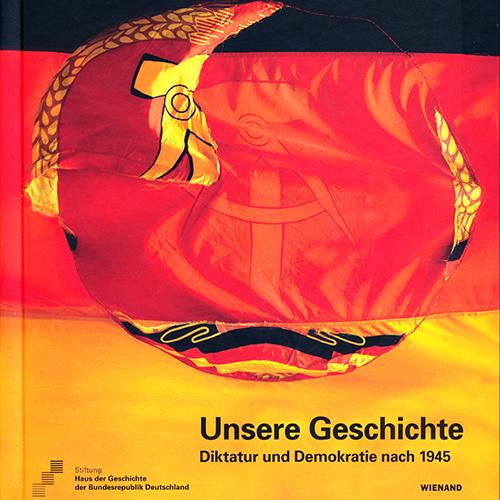 Das Buch führt durch unsere Dauerausstellung und erzählt von unserer Geschichte seit 1945 mit dem Schwerpunkt auf DDR-Geschichte und Wiedervereinigung.