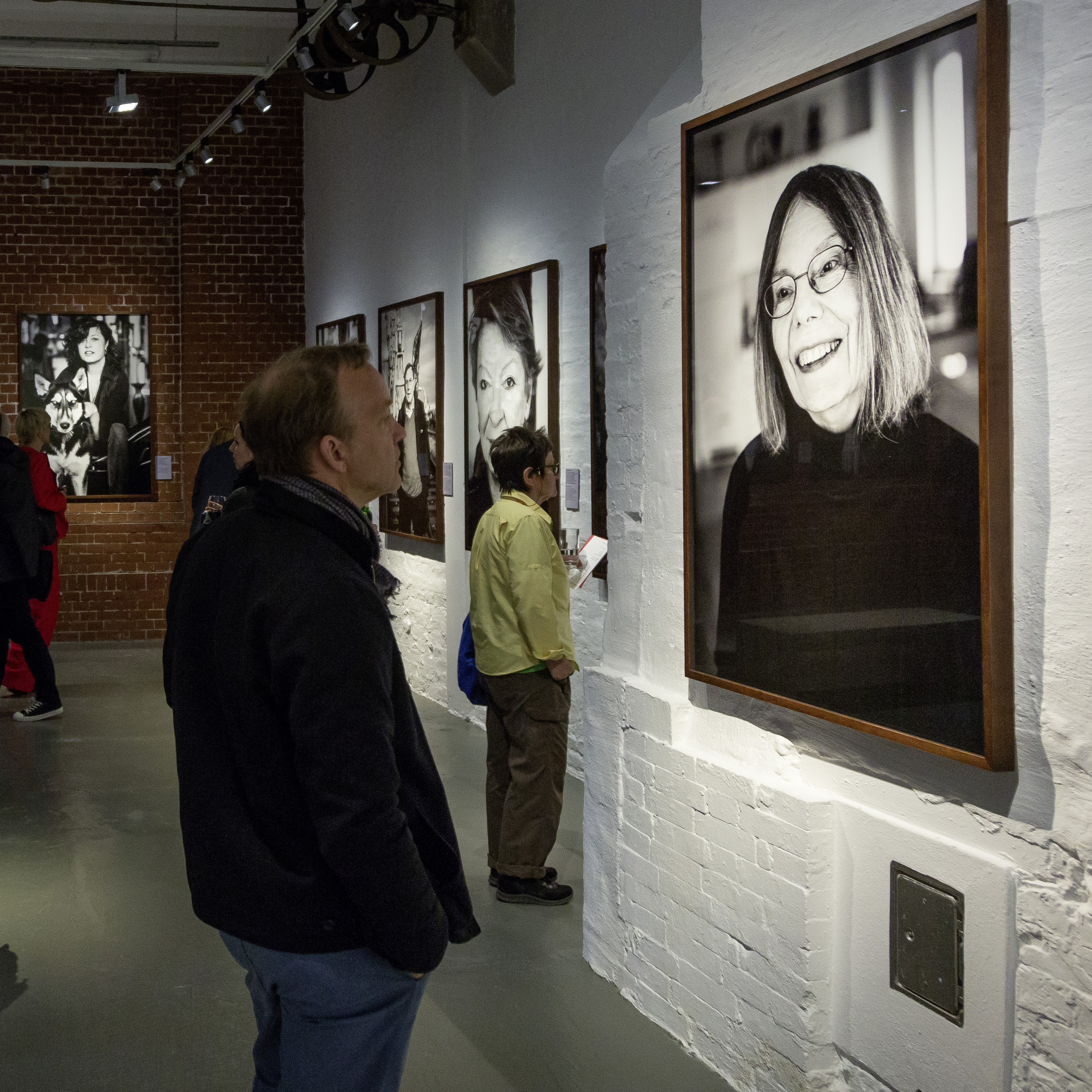 A visitor looks at a photo of Gretchen Dutschke