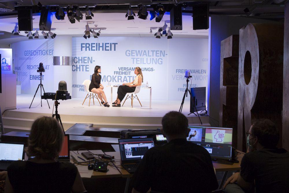 Nhi Le (links) im Gespräch mit Greta Taubert