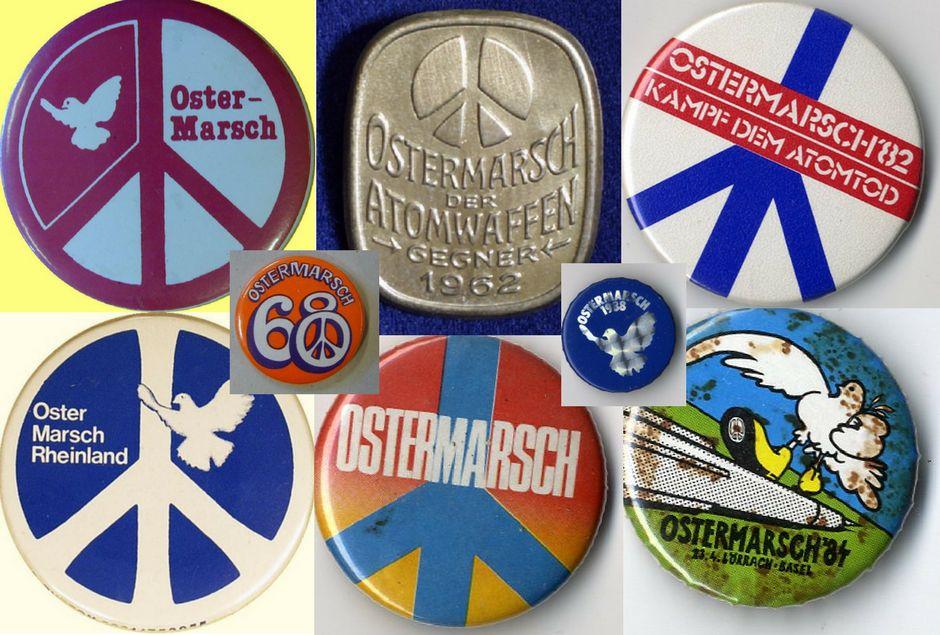 Acht verschiedene Buttons mit Peace-Zeichen, Friedenstauben und Jahreszahlen