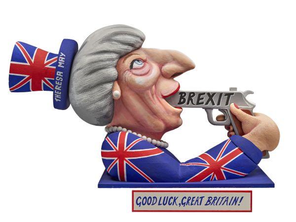 Eine Figur von Teresa May, gekleidet im Union Jack, die sich eine Pistole mit der Aufschrift Brexit in den Mund steckt.