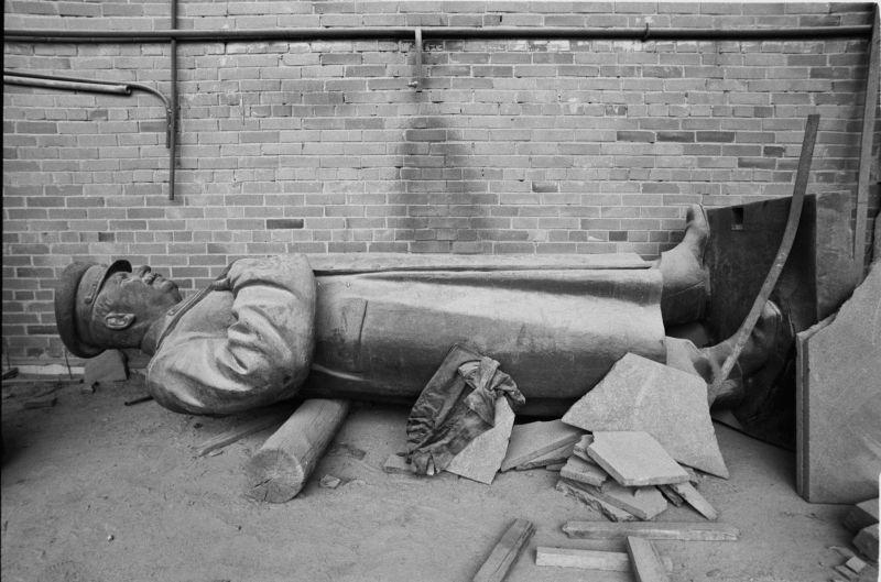 Umgestürzter Stalin in Vilnius, Harald Schmitt