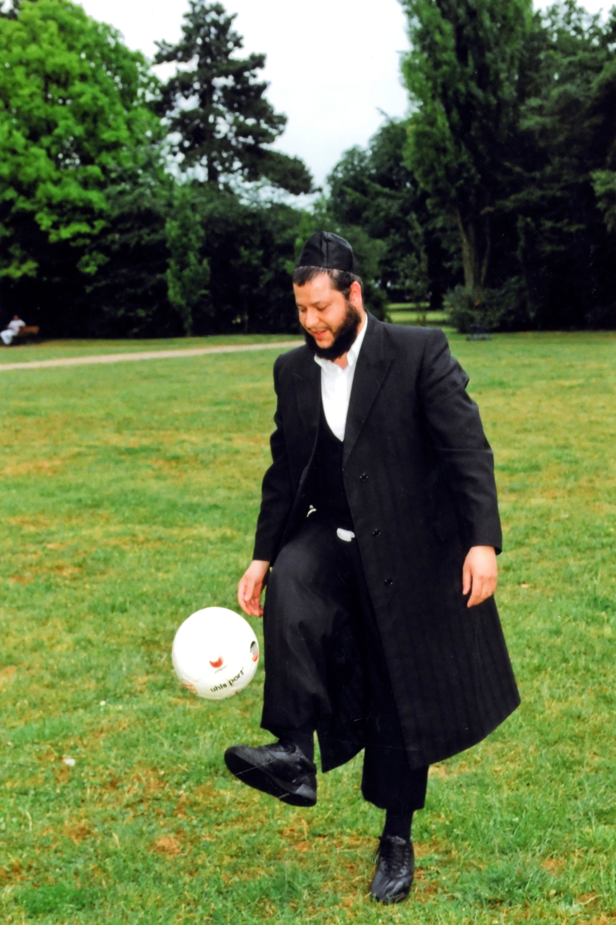 A Jewish cantor playing football. Photo by Rafael Herlich.