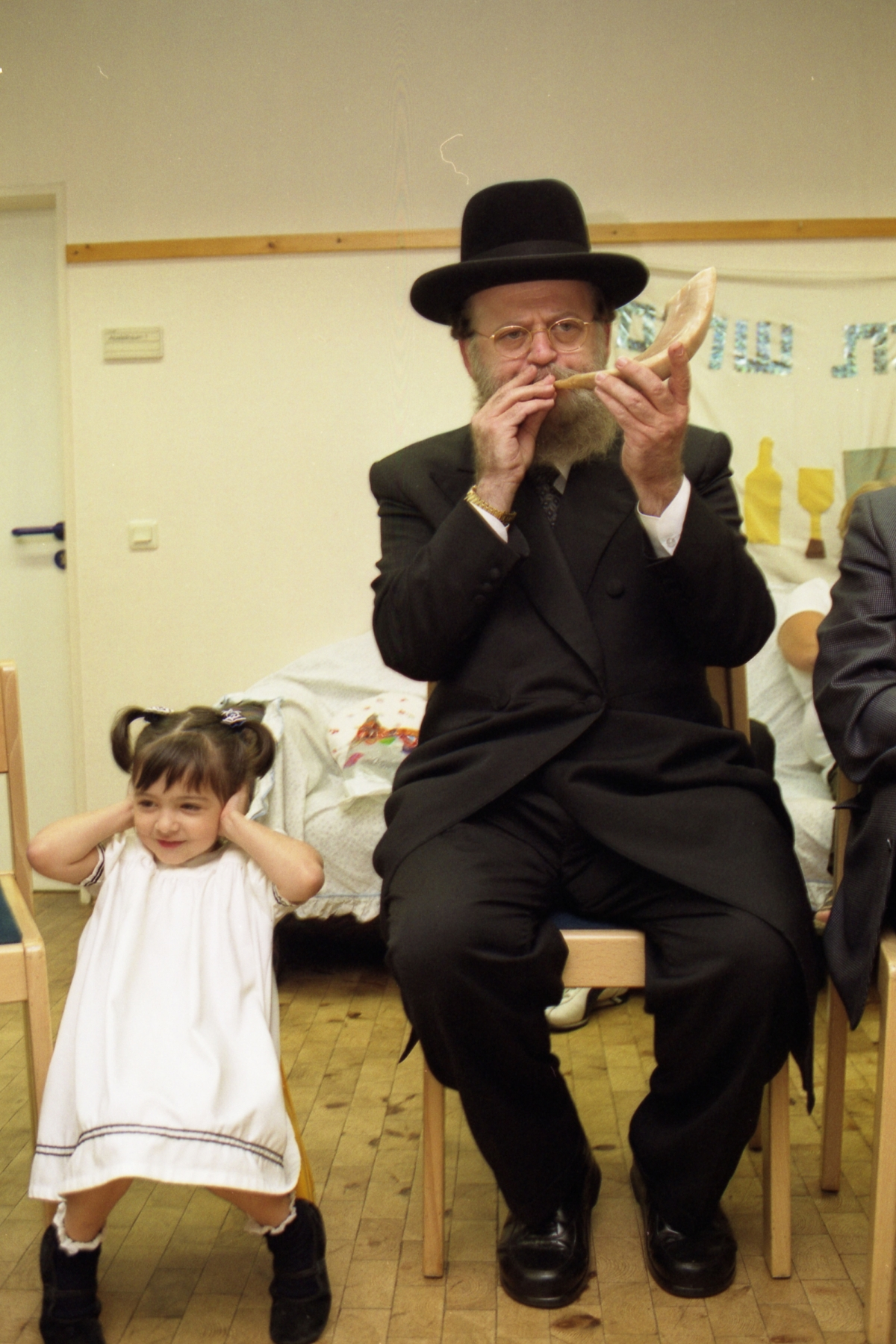 A kindergarten in Frankfurt am Main celebrates with a rabbi the Jewish New Year celebration Rosh Hashanah. Photo by Rafael Herlich.