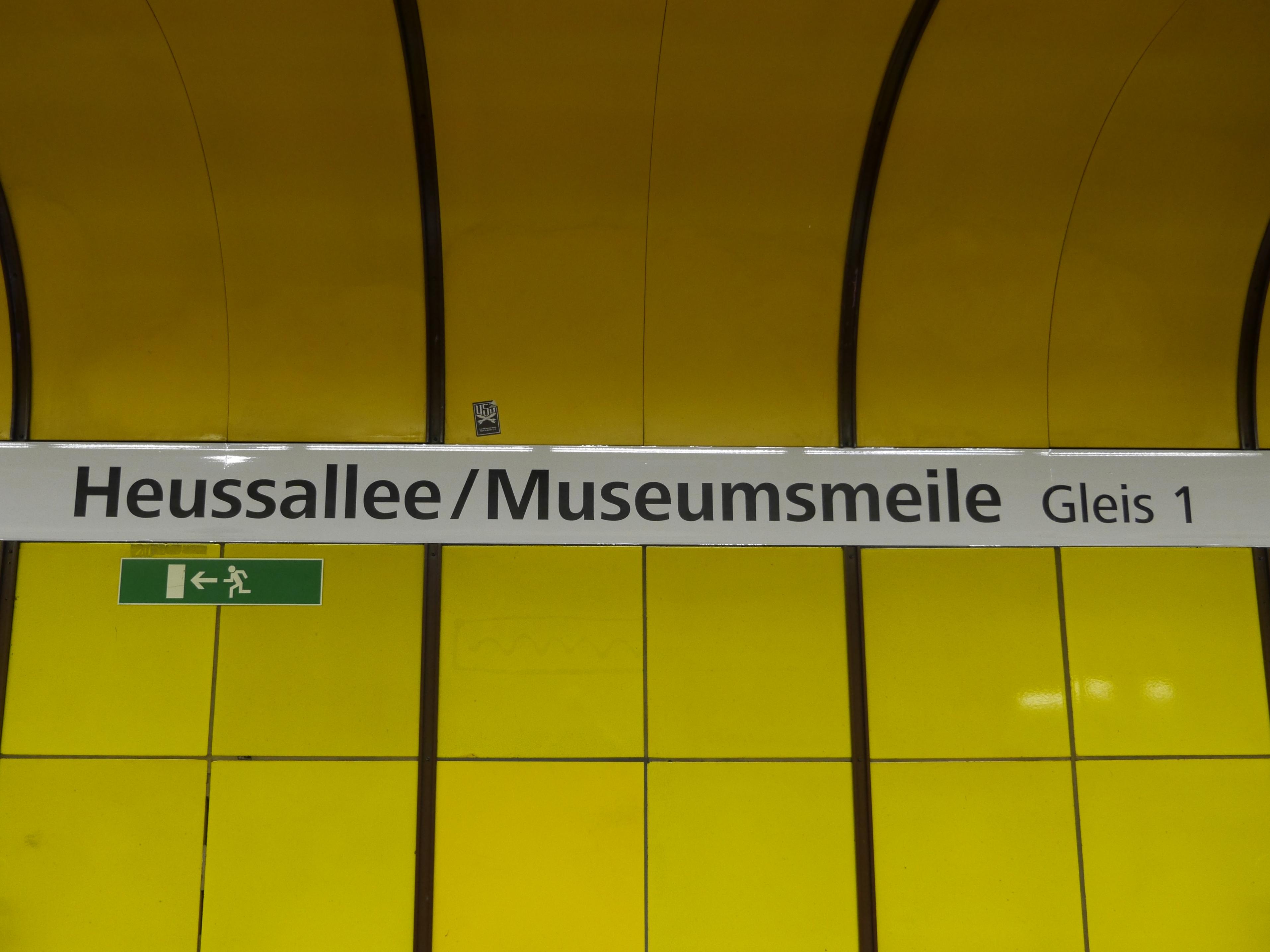 U-Bahn Halte-Stelle Heuss-Allee/Museums-Meile