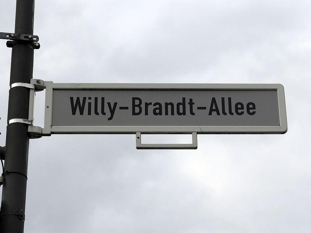 Straßen-Schild Willy-Brandt-Allee