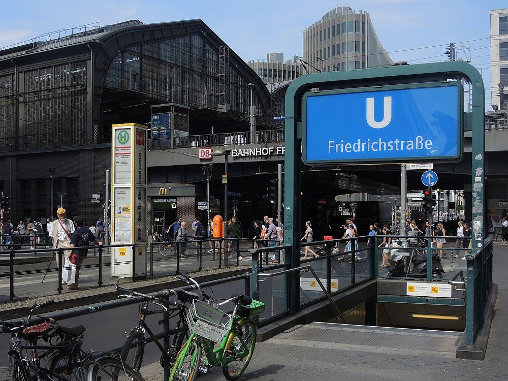 U-Bahn Halte-Stelle Friedrichstraße Berlin