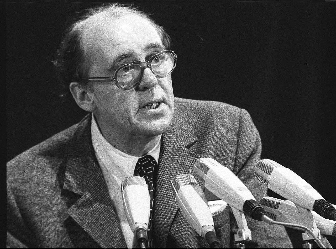der schriftsteller heinrich bll auf einem parteitag der spd 1972 - Heinrich Bll Lebenslauf