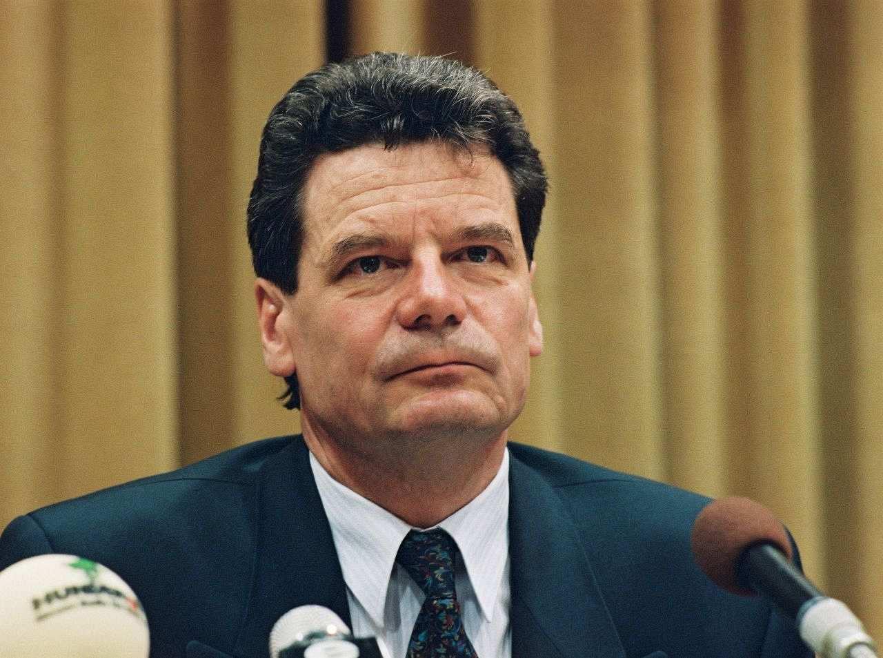<b>Joachim Gauck</b>, Bundesbeauftragter für die Unterlagen des ... - gauck-joachim_foto_LEMO-F-4-198_bbst
